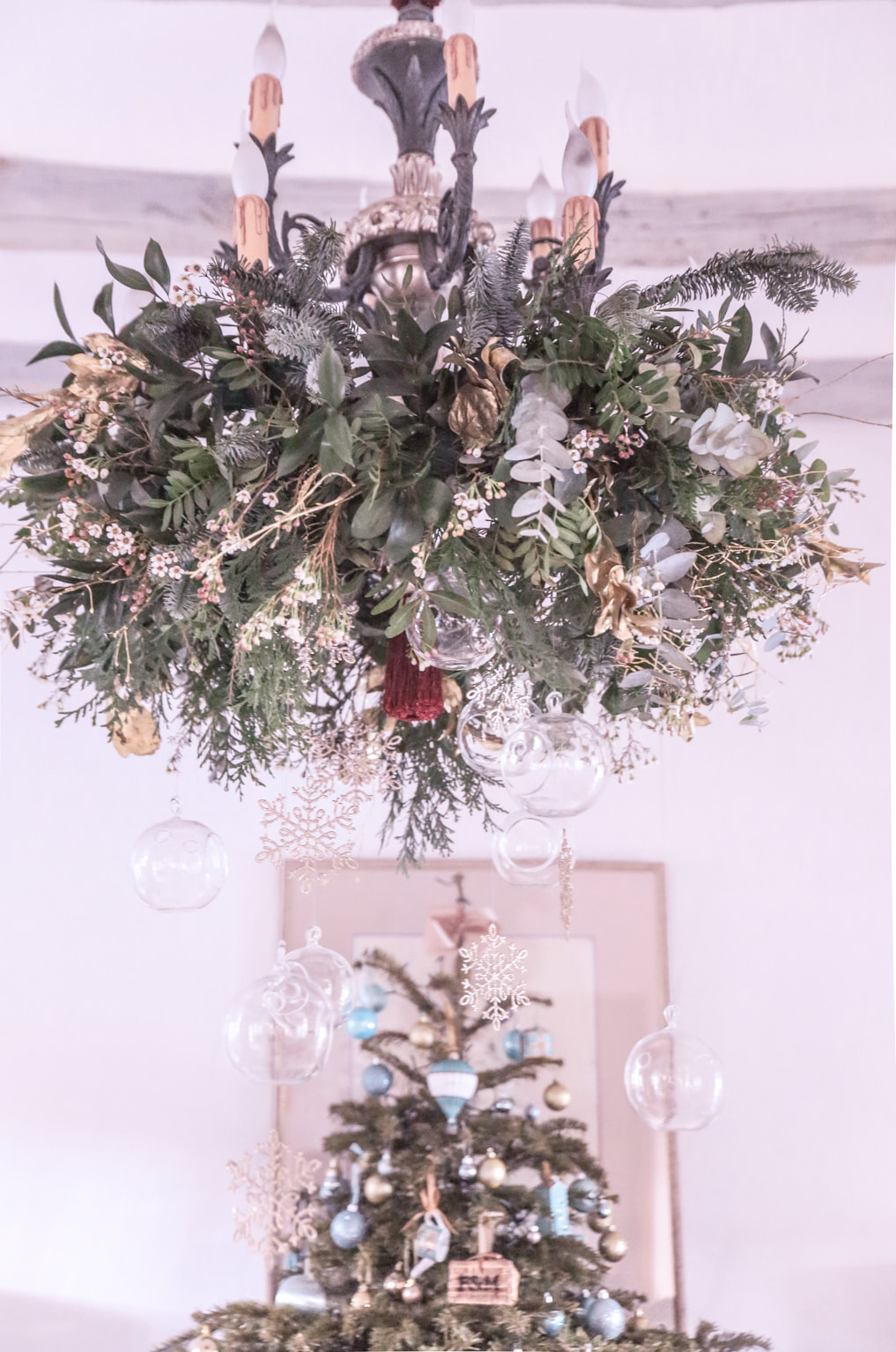 How I decorate for Christmas - Part one by The Belle Blog
