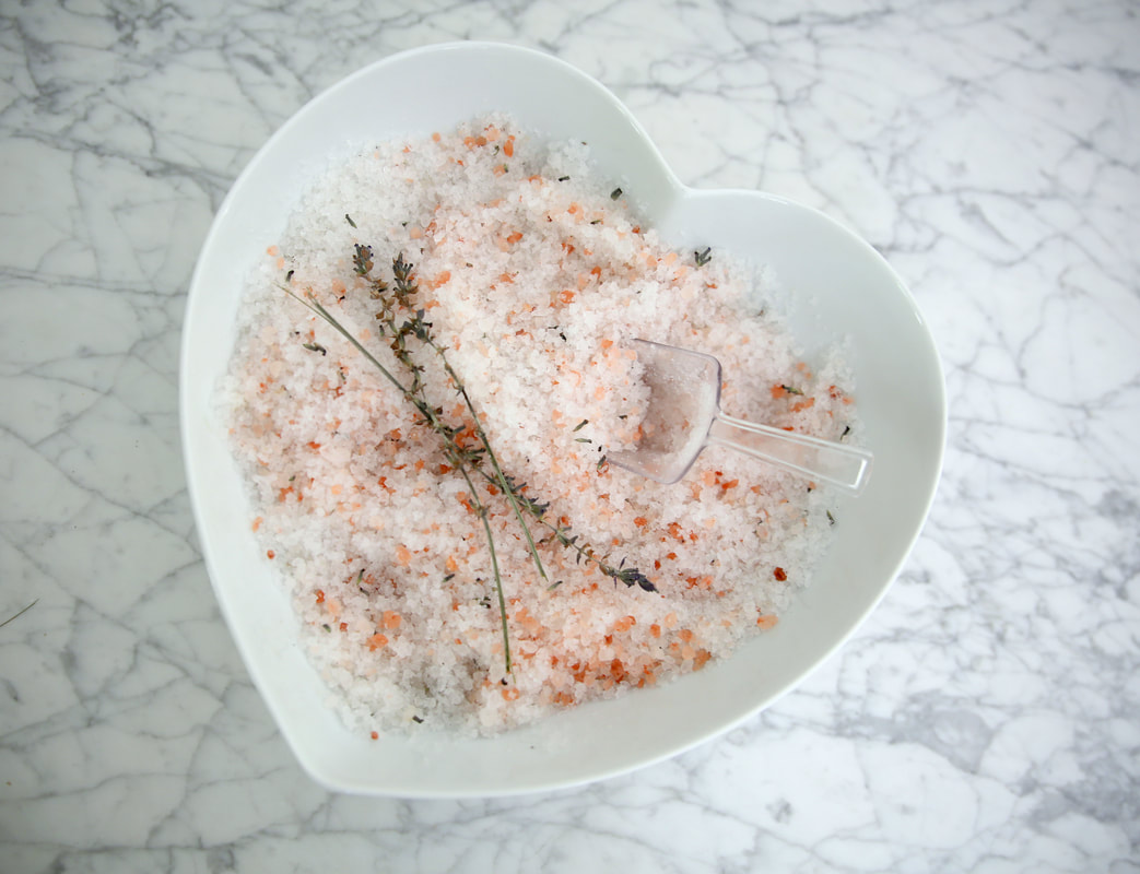 Make your own lavender and rose bath salts by The Belle Blog