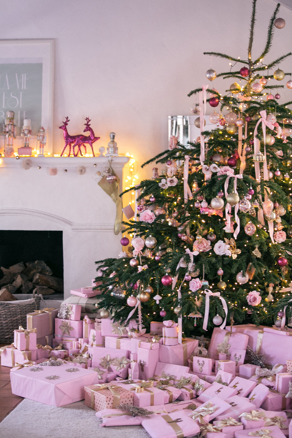 How to decorate your bedroom for Christmas! by The Belle Blog