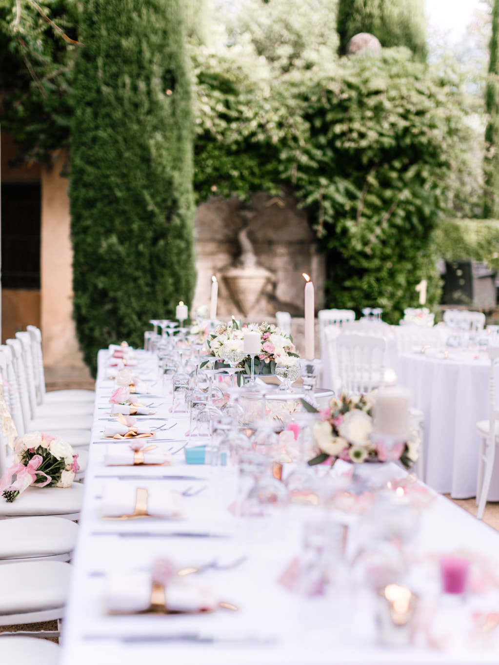How To Have An Amazing Wedding On A Budget by The Belle Blog
